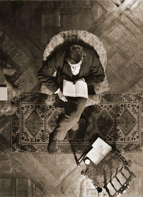 reading - Henri Roger Viollet.jpg